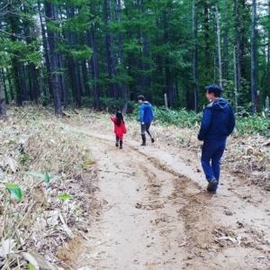 人が来る山に:新聞記事を読んで近隣市町村から遊びに来てくれたご家族【自然下・上井達矢さん仁美さん】