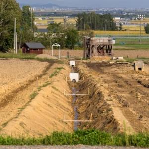 ひまわりの里の排水パイプ埋設工事が進んでいます