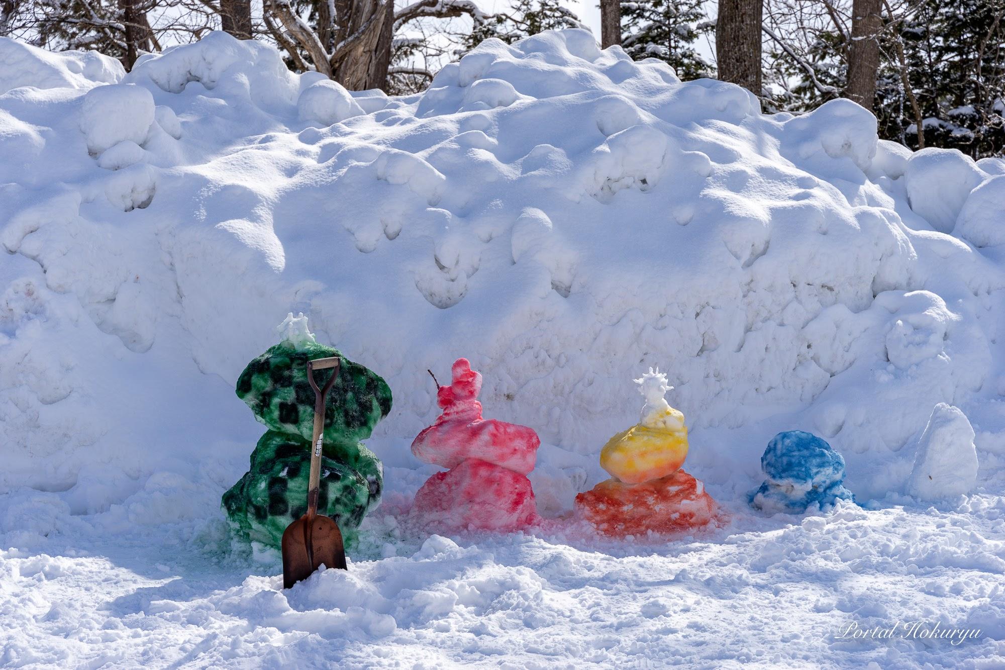 カラフルな雪だるま