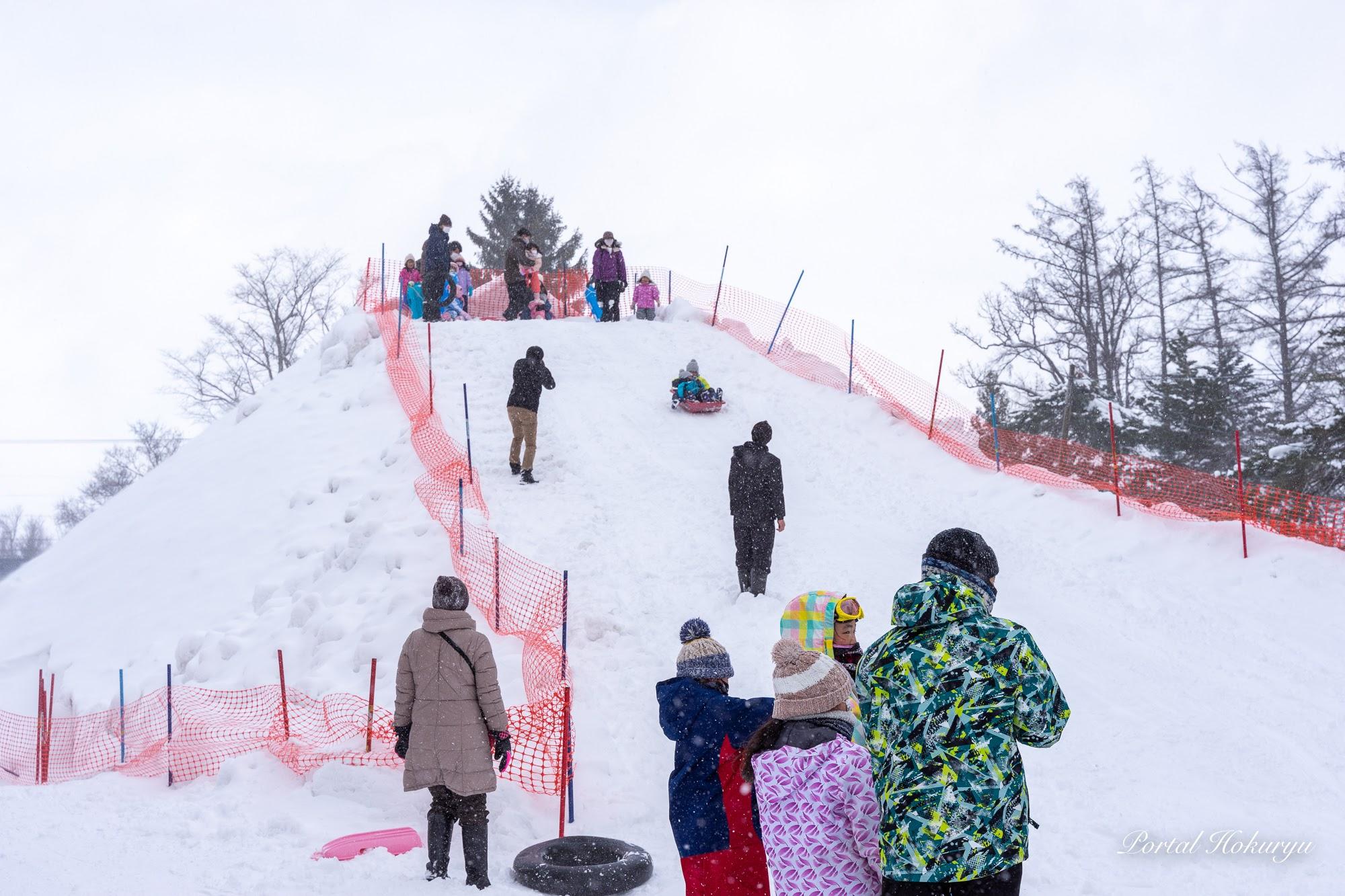 雪山滑り台