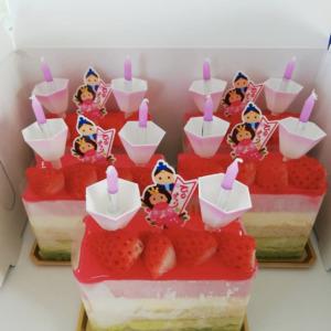 ひな祭り。女子スタッフにケーキがあたりました‼️  かわいい~ 🎵 しかも、ローソク付きです❗【黒千石事業協同組合】